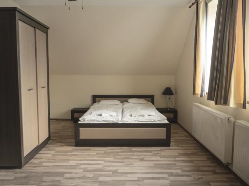 Emeleti Deluxe 4 személyes apartman 1 hálótérrel (pótágyazható)